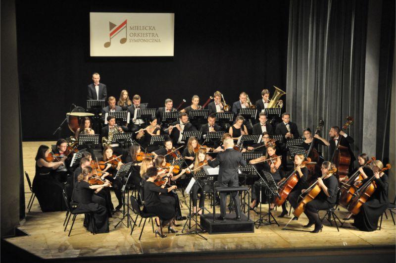 Uroczysta inauguracja mieleckich symfoników [FOTO] - Zdjęcie główne