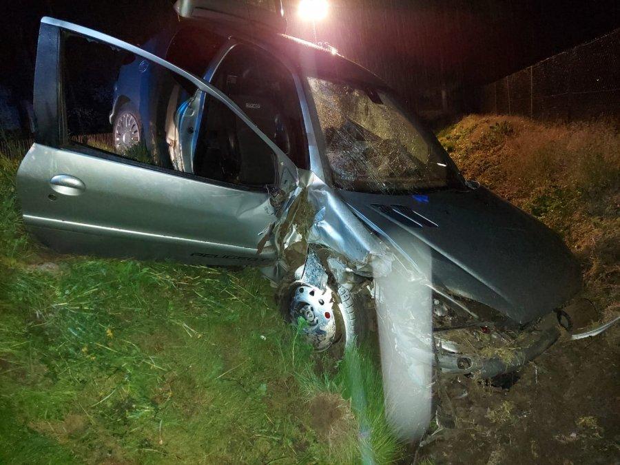 Region: Młody pijany kierowca rozbił się w rowie [ZDJĘCIA] - Zdjęcie główne