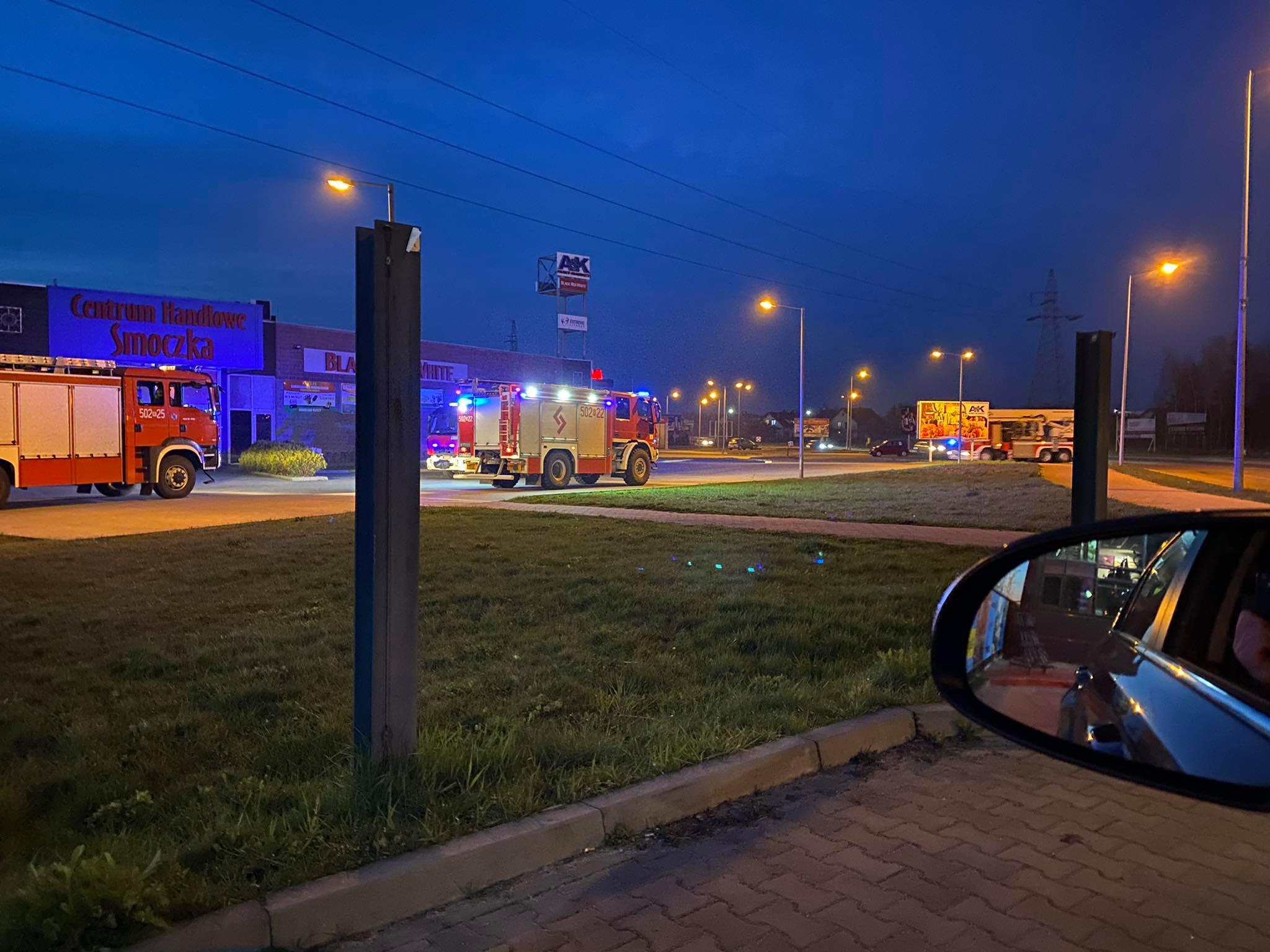 Interwencja 4 zastępów straży w centrum handlowym [ZDJĘCIA] - Zdjęcie główne
