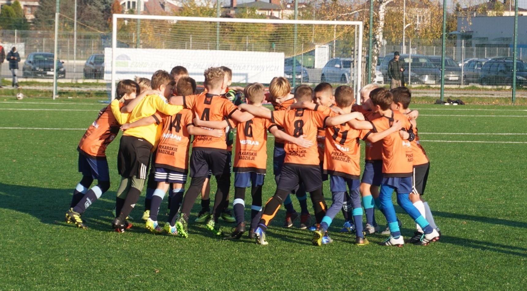 Turniej Orlika Młodszego w Mielcu. Bez publiczności ale z emocjami [FOTO] - Zdjęcie główne