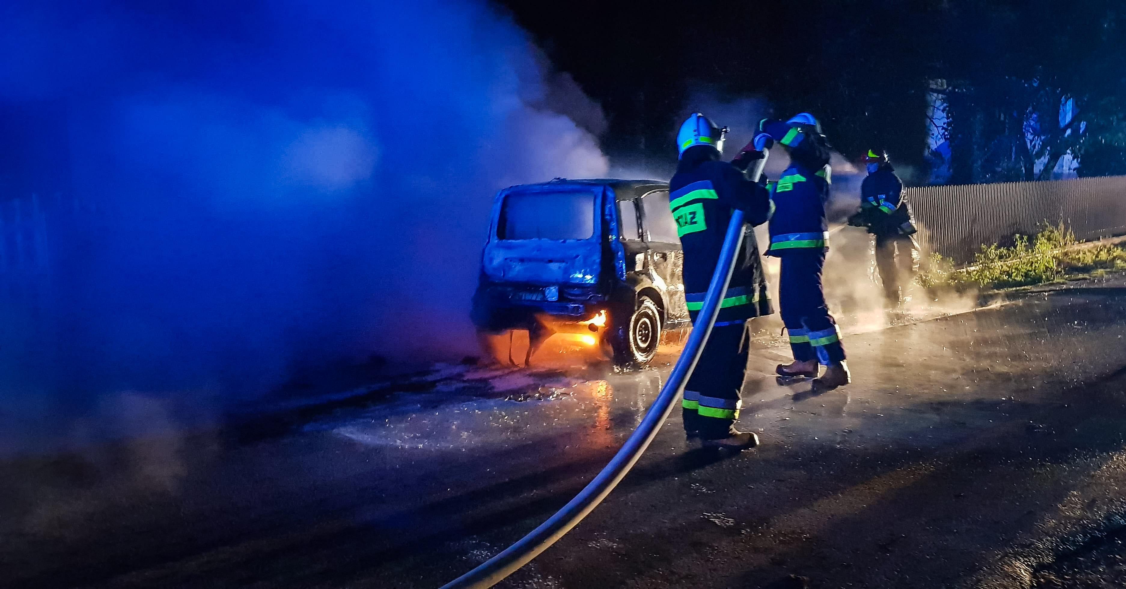Nocny pożar samochodu. Auto spłonęło całkowicie! [FOTO] - Zdjęcie główne