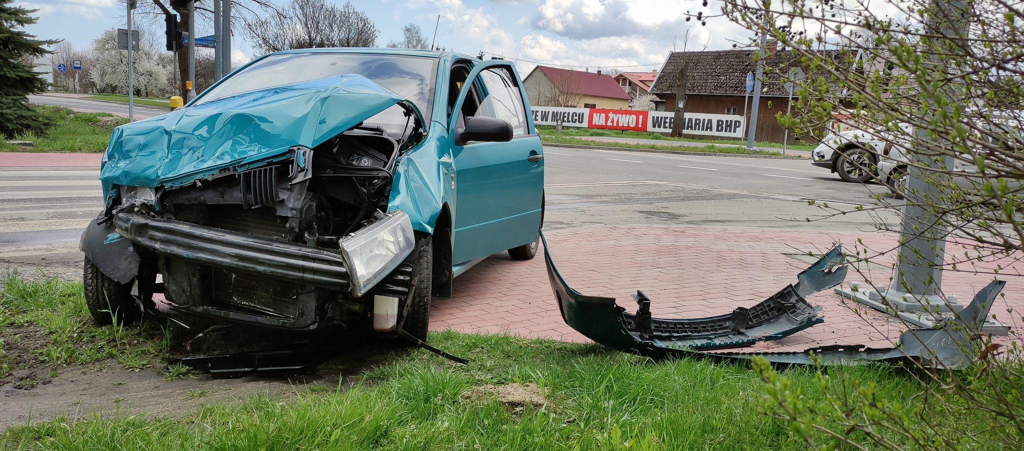 Zderzenie dwóch samochodów osobowych [ZDJĘCIA] - Zdjęcie główne