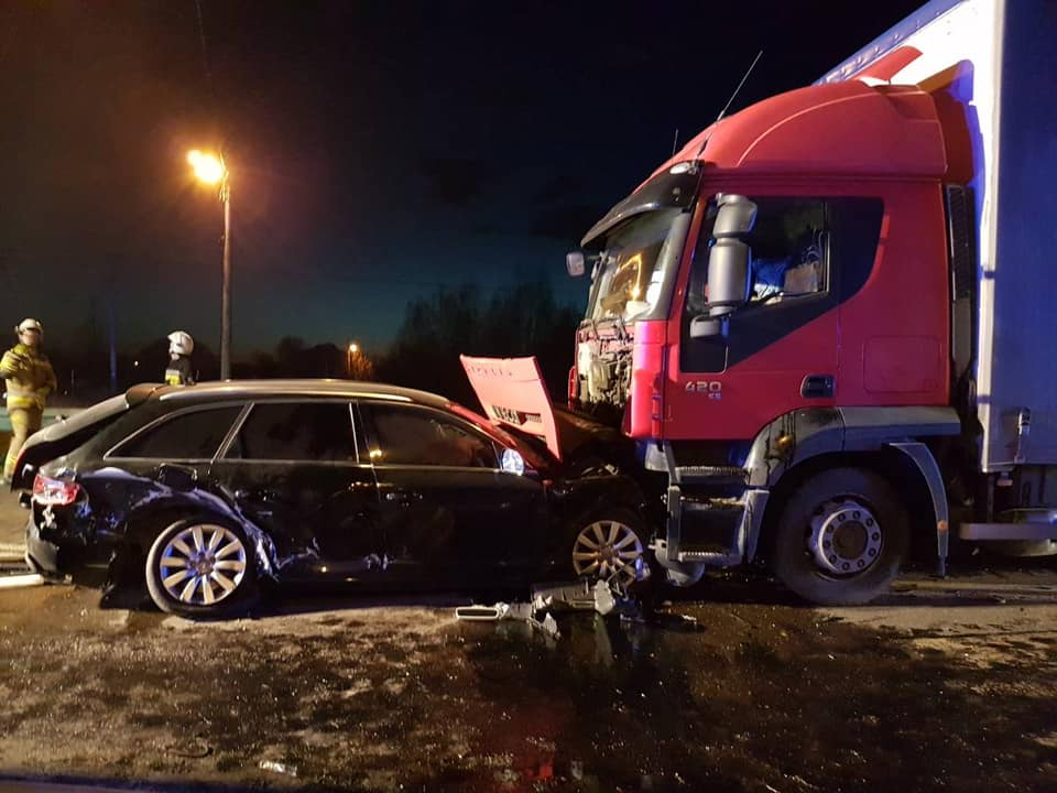 7 osób trafiło do szpitala po wypadku na trasie Mielec - Tarnobrzeg [ZDJĘCIA] - Zdjęcie główne