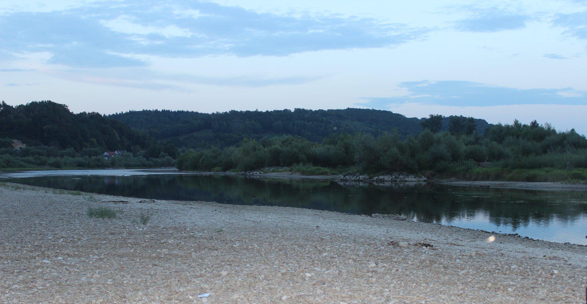 Region. Tragedia nad wodą. Rzeka porwała ojca i syna - Zdjęcie główne
