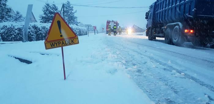 Fatalne warunki i kolizje na drogach [ZDJĘCIA] - Zdjęcie główne