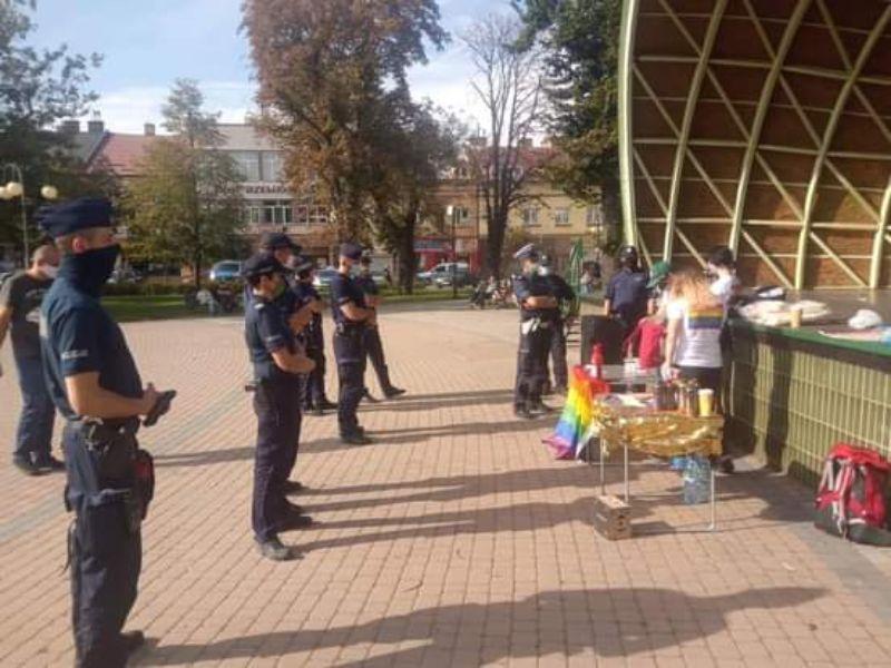 W Dębicy policja kontra aktywistki LGBT - Zdjęcie główne