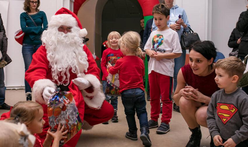 Dzieci odebrały prezenty od Mikołaja w SCK - Zdjęcie główne