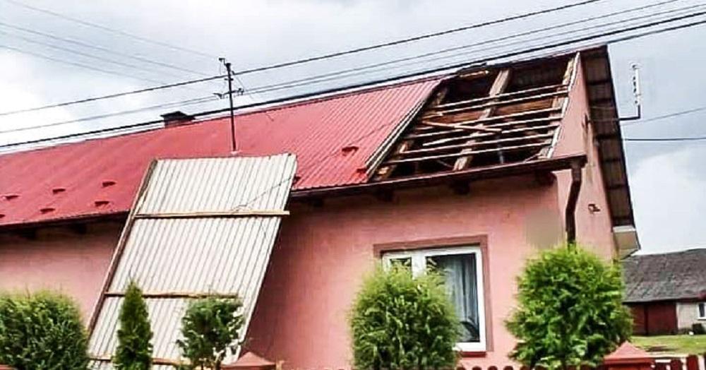 Nawałnica w powiecie mieleckim. Zerwane dachy i powalone drzewa! [FOTO] - Zdjęcie główne