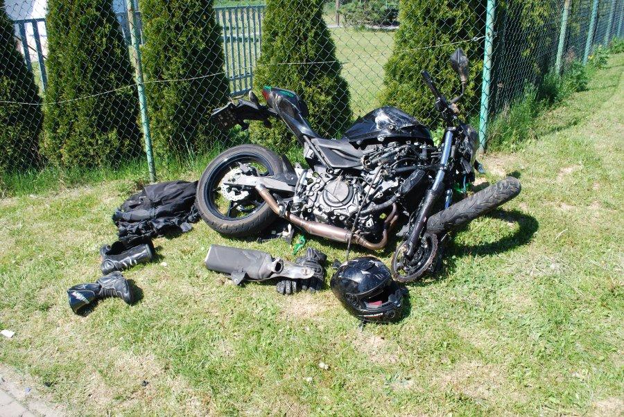 Region: motocyklista zderzył się z osobówką. Jedna osoba w szpitalu [ZDJĘCIA] - Zdjęcie główne