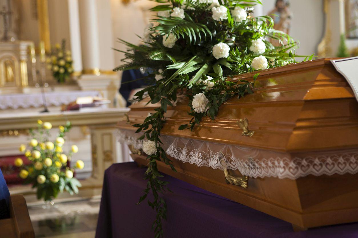 Ile kosztuje pogrzeb i czy zasiłek z ZUS pokryje wydatki? - Zdjęcie główne