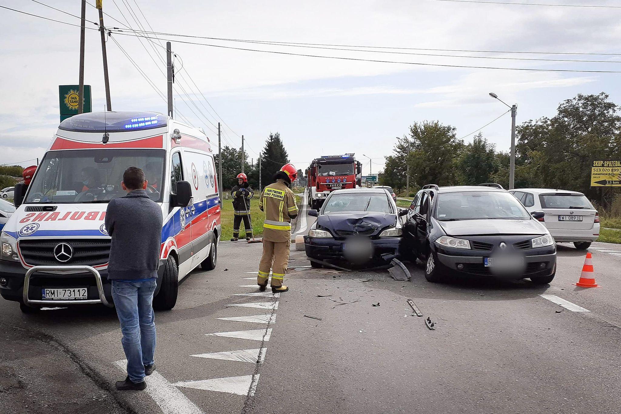 Wypadek w Chorzelowie. 3 osoby poszkodowane!  - Zdjęcie główne