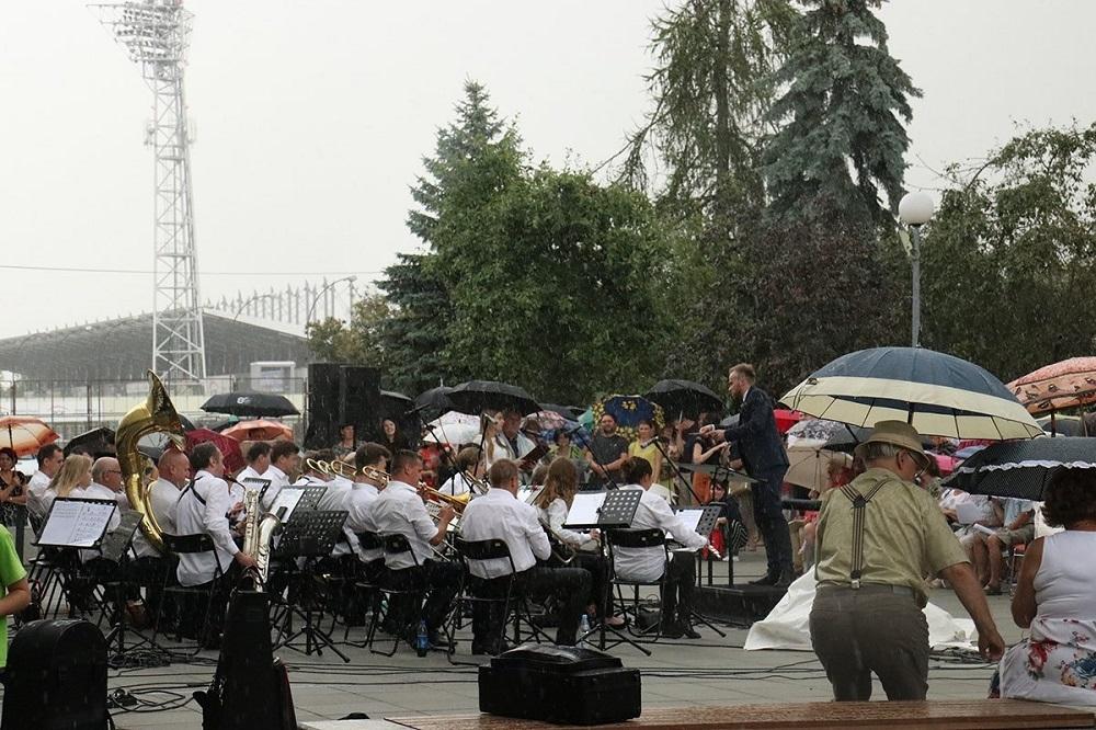 Mielec: Przerwano koncert przez ogromną ulewę [VIDEO] - Zdjęcie główne