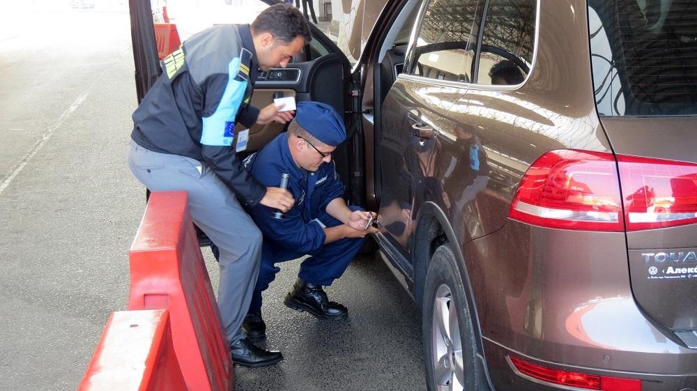 Kradzionymi autami chcieli przejechać granicę - Zdjęcie główne
