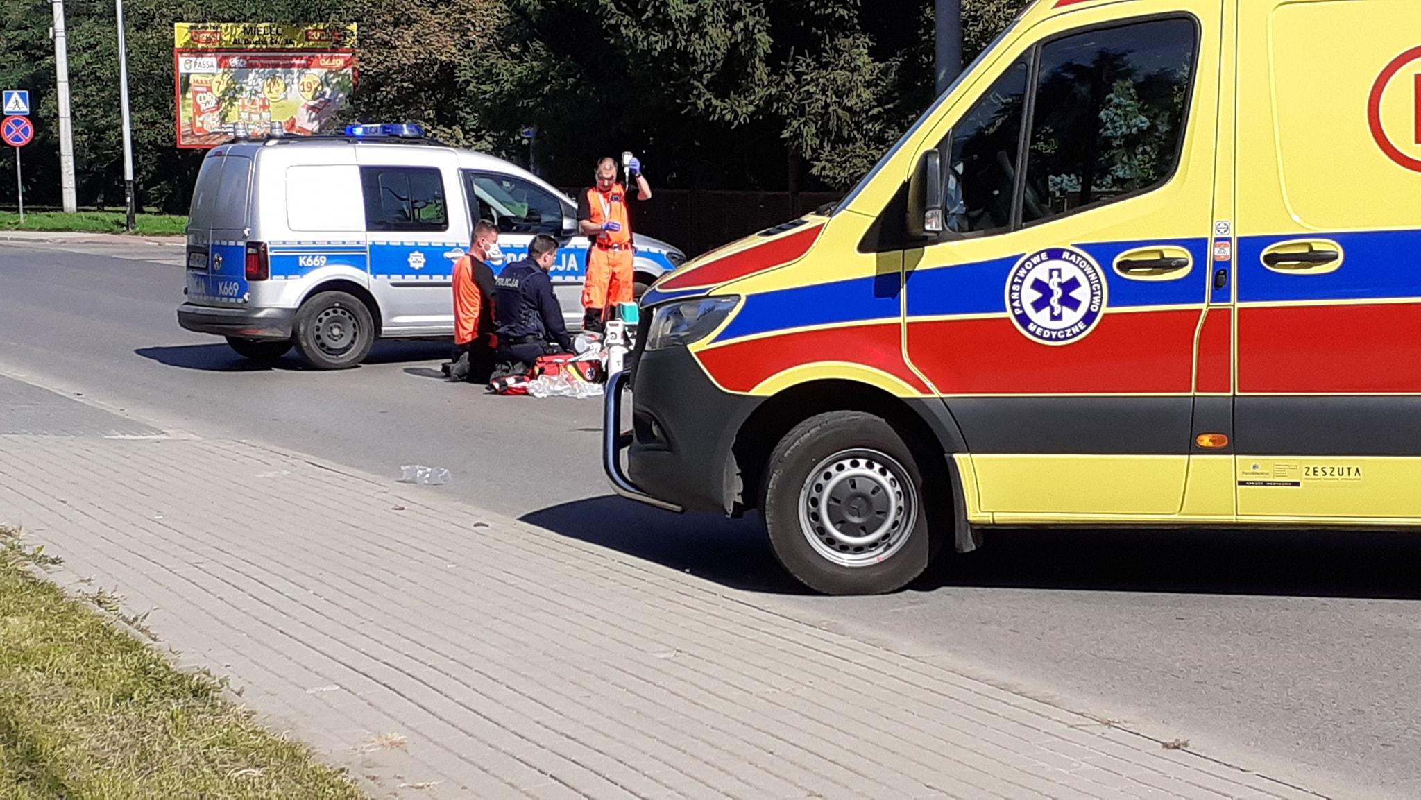 Walczyli o życie rowerzysty. Mężczyzna upadł w trakcie jazdy  - Zdjęcie główne