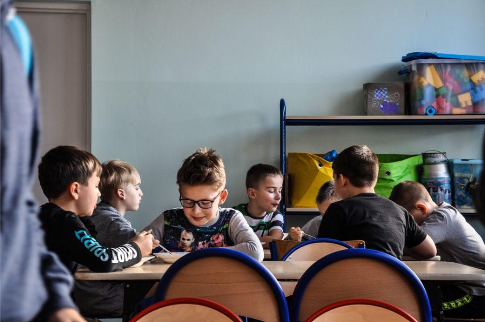 W rzochowskiej szkole ruszyła stołówka. Dzieci w końcu jedzą w normalnej cenie [FOTO] - Zdjęcie główne