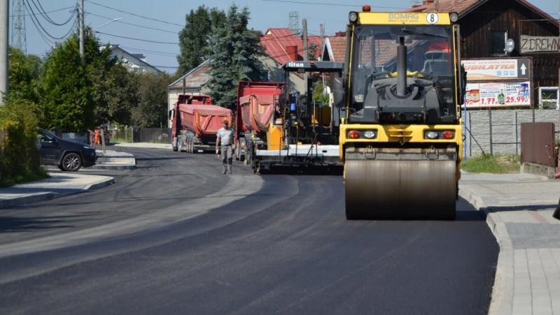 Drogi powiatowe w Radomyślu do przebudowy - Zdjęcie główne