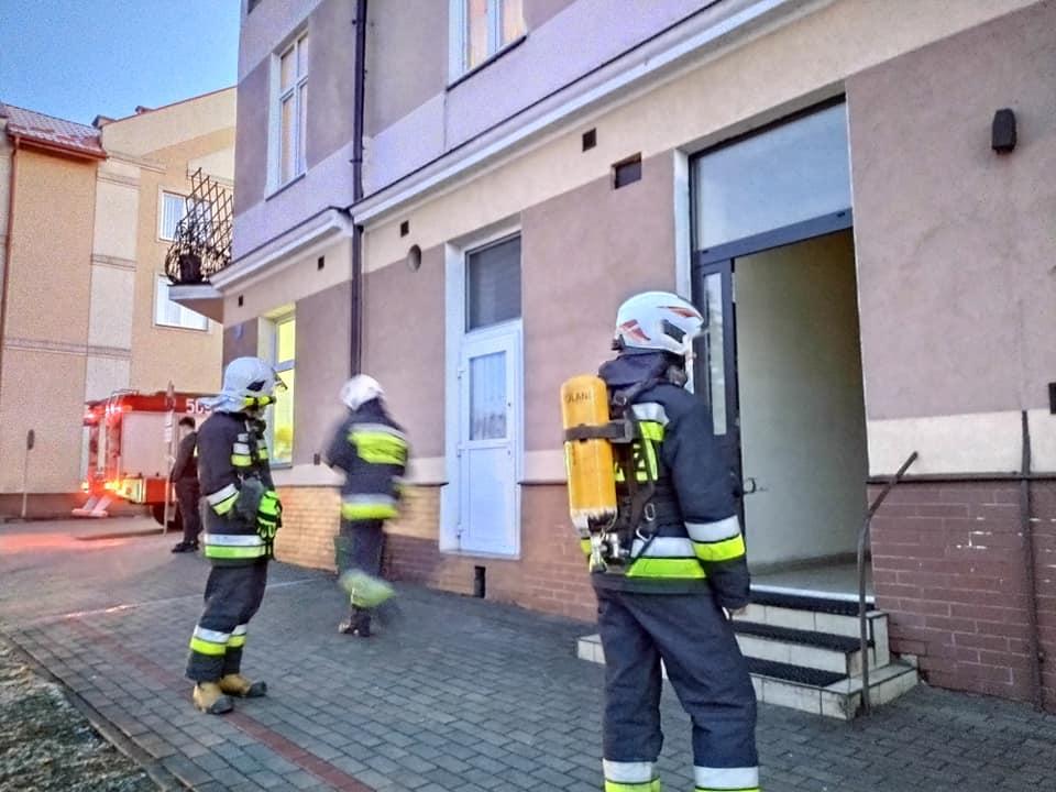 Interwencja strażaków. W mieszkaniu włączył się czujnik czadu [ZDJĘCIA] - Zdjęcie główne