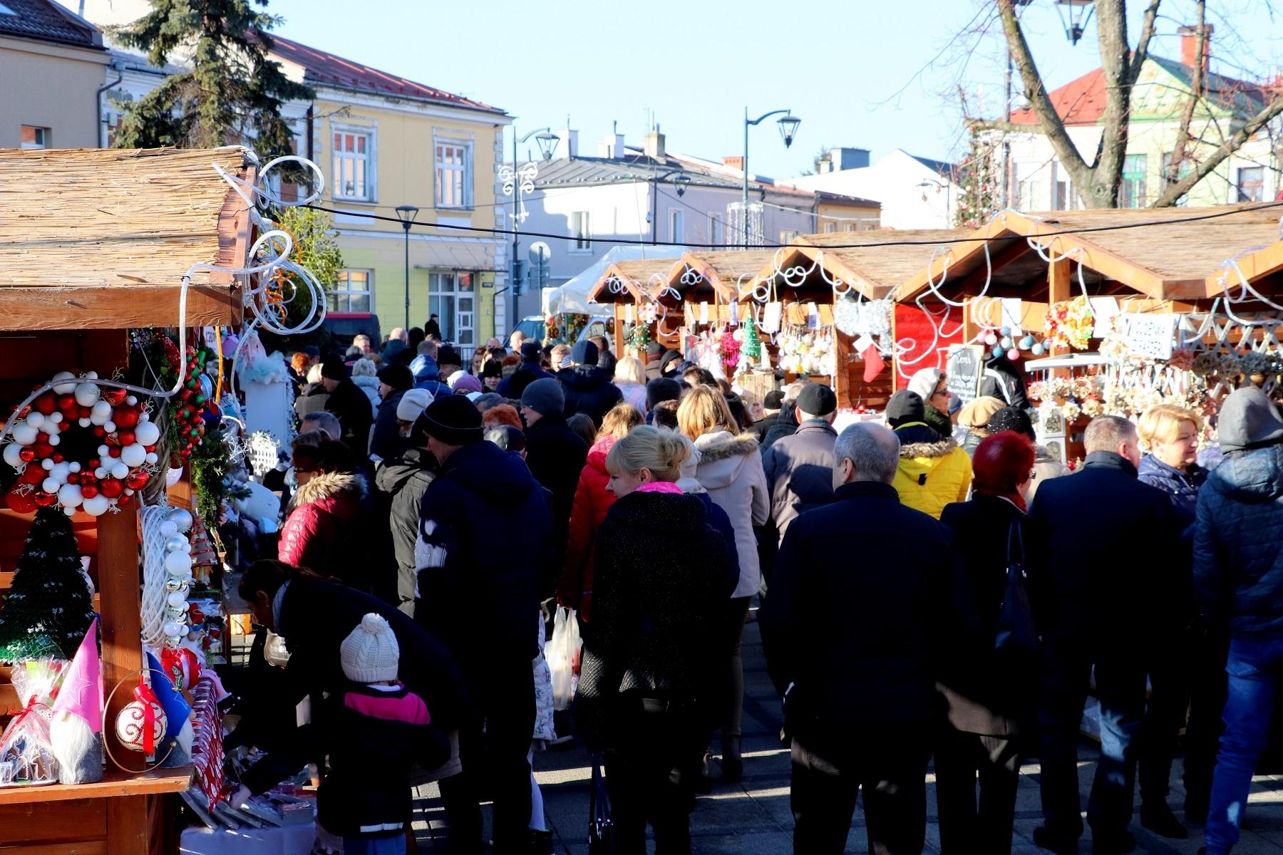 Jarmark Świąteczny. Zmiany w organizacji ruchu i apel starostwa - Zdjęcie główne