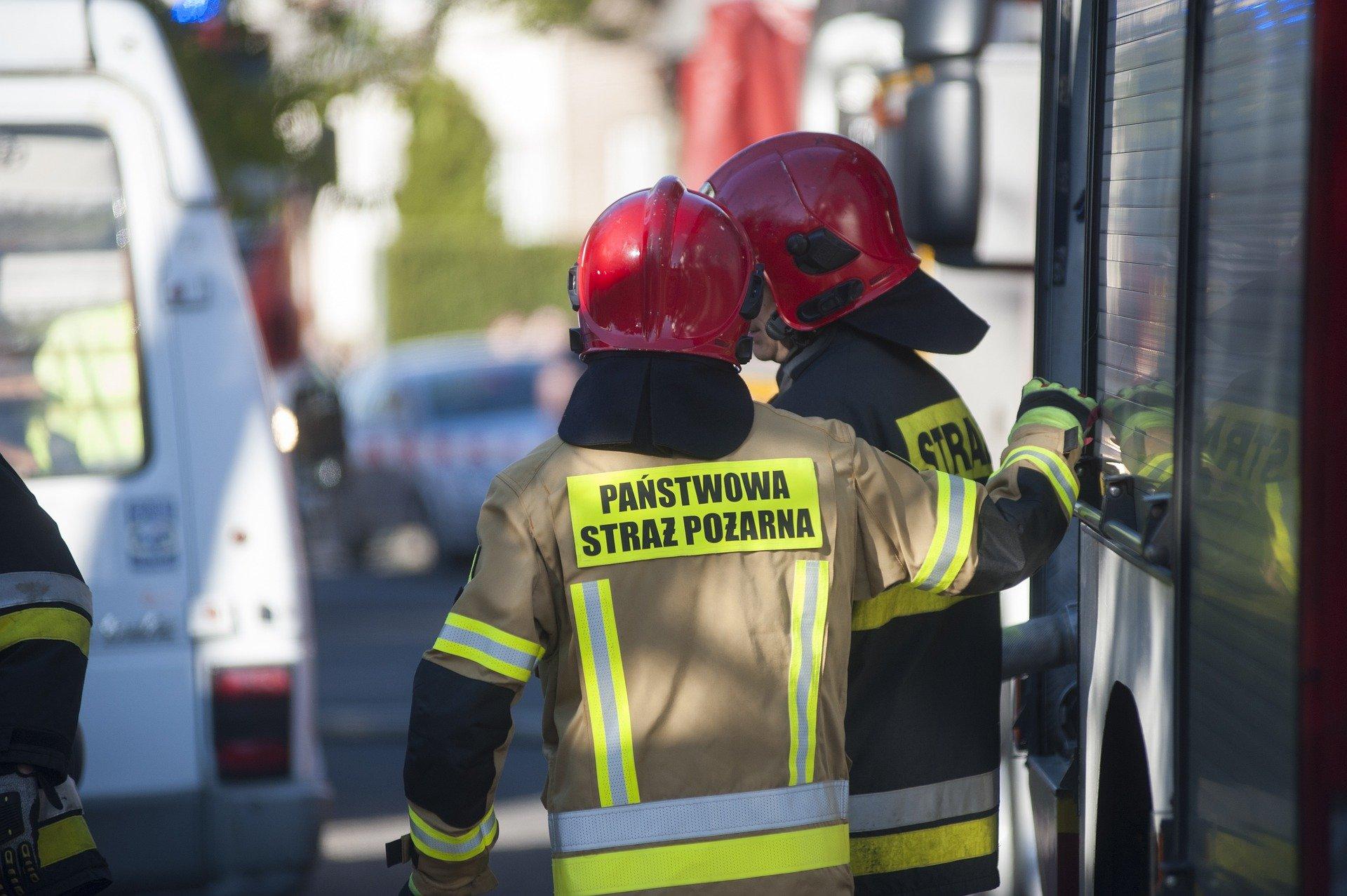 Pożar przyczepy kempingowej w Mielcu. Czy ktoś był w środku? - Zdjęcie główne