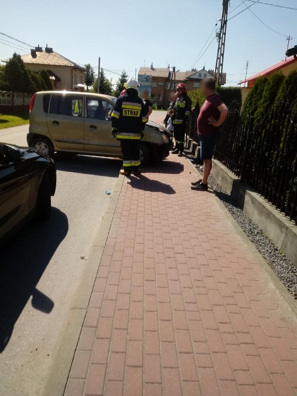 Straciła panowanie nad autem i wjechała w ogrodzenie - Zdjęcie główne