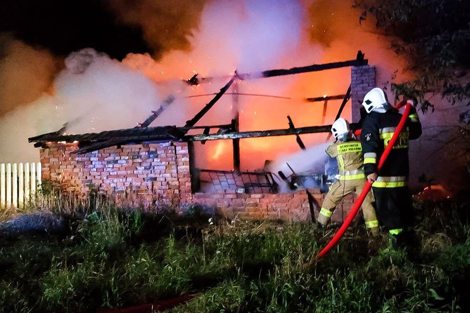 Z regionu. Strażacy gasili pożar stodoły [FOTO, VIDEO] - Zdjęcie główne