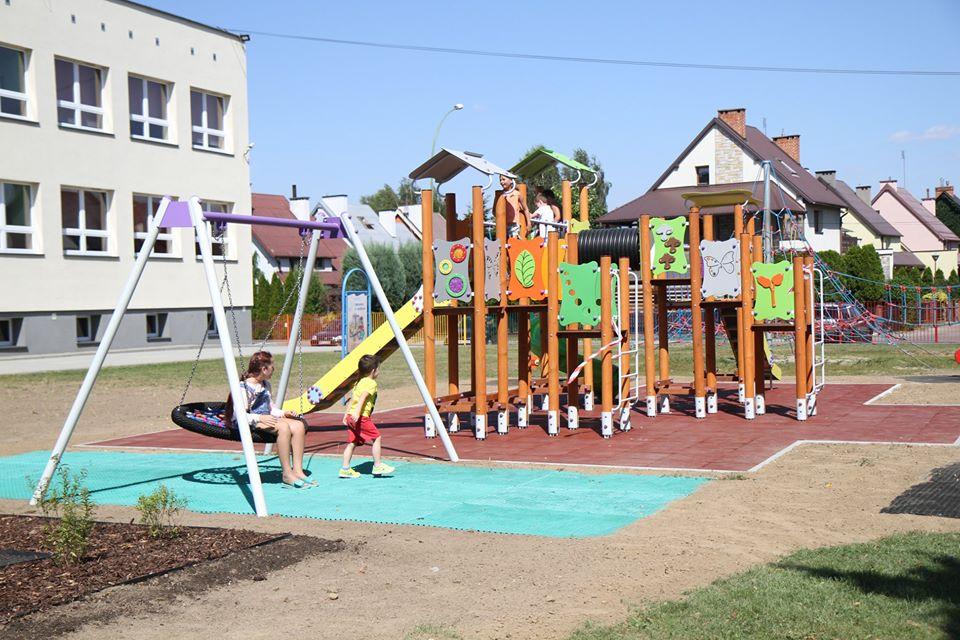 Nowe place zabaw i siłownie zewnętrzne w Mielcu już otwarte [FOTO] - Zdjęcie główne