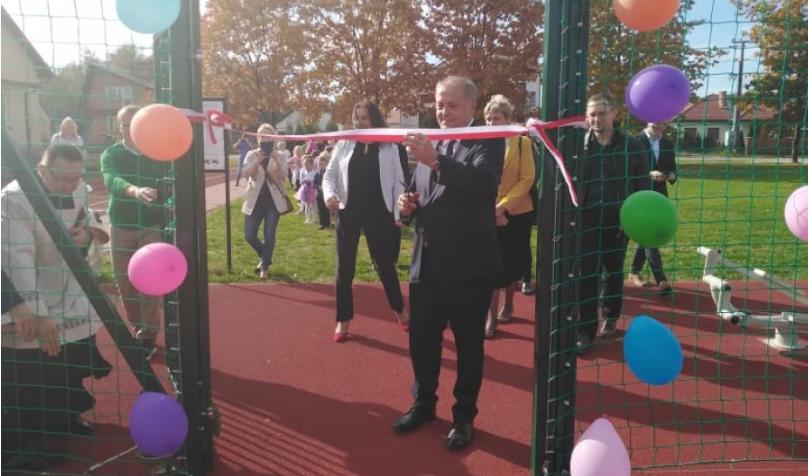 Uroczystość otwarcia i poświęcenia wielofunkcyjnego boiska sportowego w Czajkowej - Zdjęcie główne