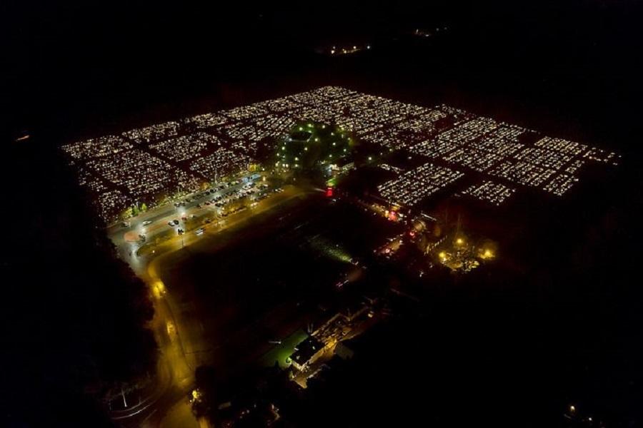 Cmentarz komunalny w świetle zniczy. Mamy zdjęcia [FOTO] - Zdjęcie główne