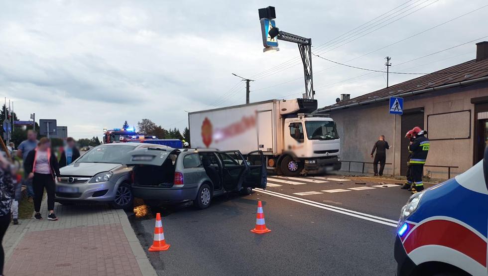 Droga krajowa nr 9 w Majdanie Królewskim całkowicie zablokowana. Kolizja 3 aut - Zdjęcie główne