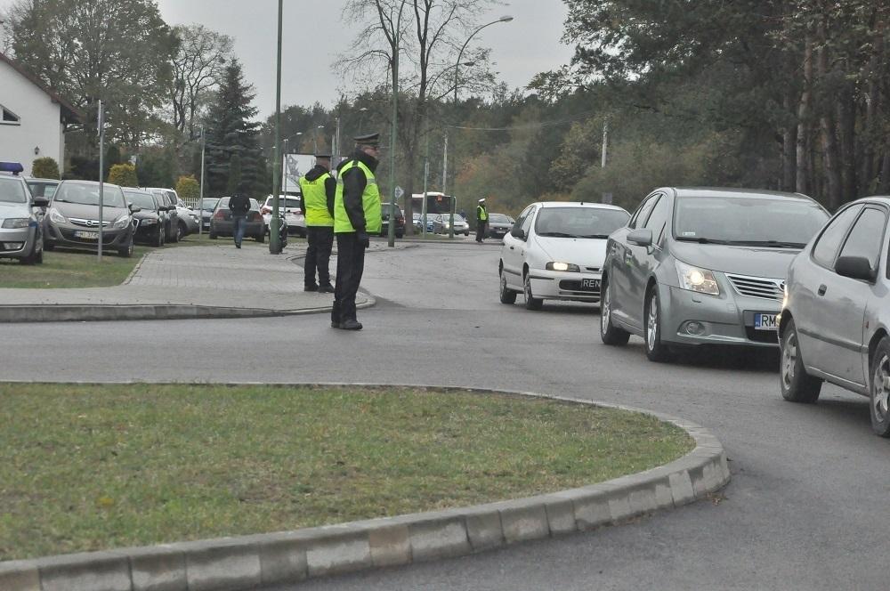 """Akcja """"Znicz"""" w powiecie mieleckim. Sprawdź, jak zmieni się ruch i gdzie parkować przy cmentarzach [VIDEO] - Zdjęcie główne"""