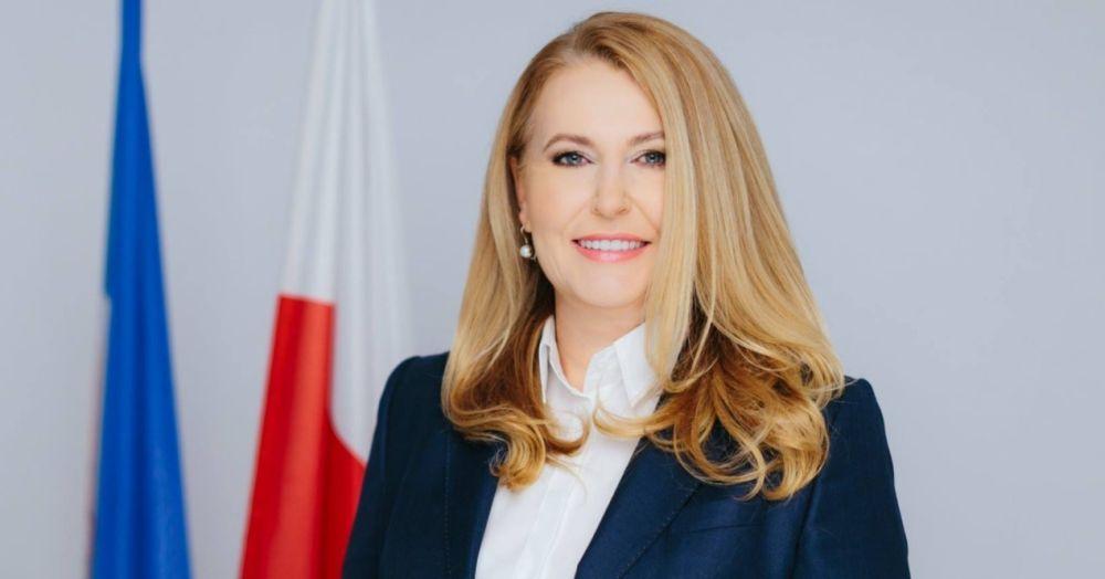 """Elżbieta Łukacijewska: - Szlag nas trafia, kiedy jest kasa na """"Majteczki w kropeczki"""", a nie ma na karetkę! - Zdjęcie główne"""