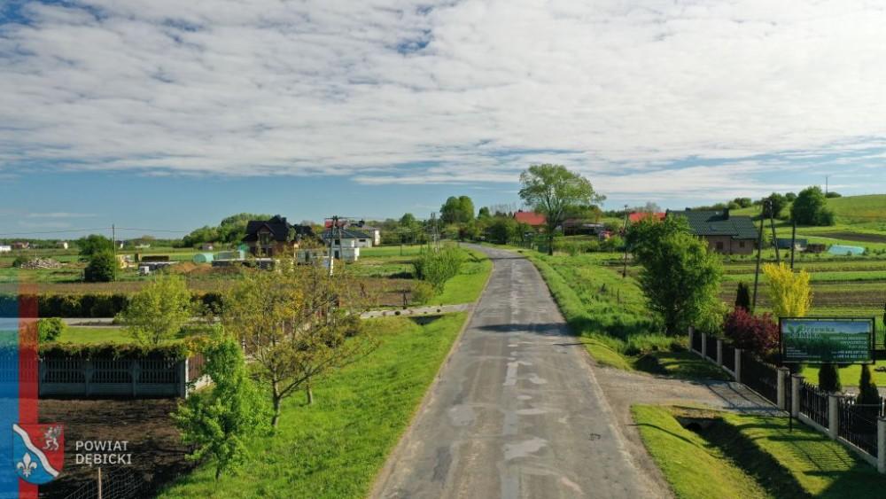 Trwa remont drogi przy granicy powiatu - Zdjęcie główne