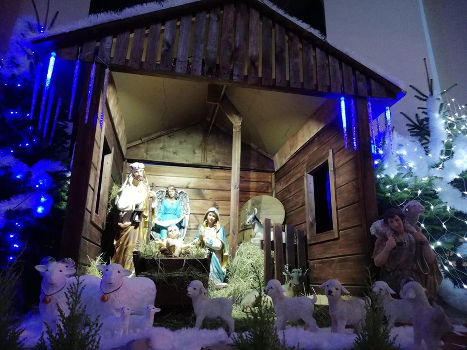 Dziś Boże Narodzenie! Katolicy odwiedzają tradycyjne szopki - Zdjęcie główne