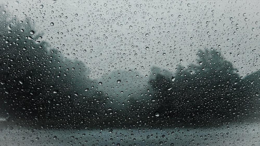 Ciągle pada i na dodatek może być ślisko - Zdjęcie główne