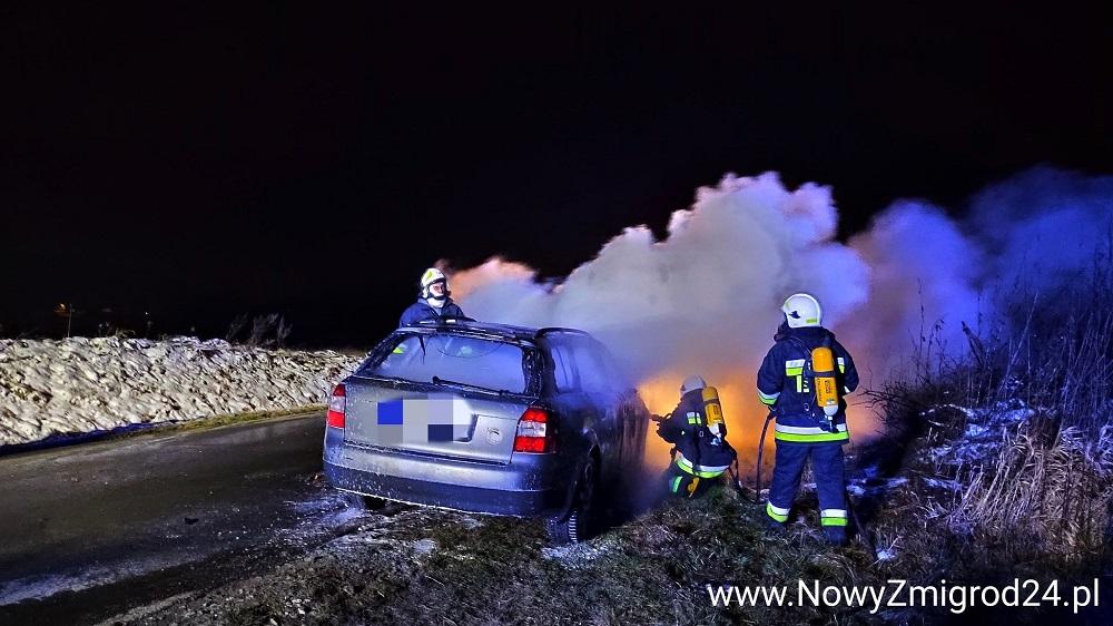 Podkarpacie. Pożar osobowego Audi - Zdjęcie główne