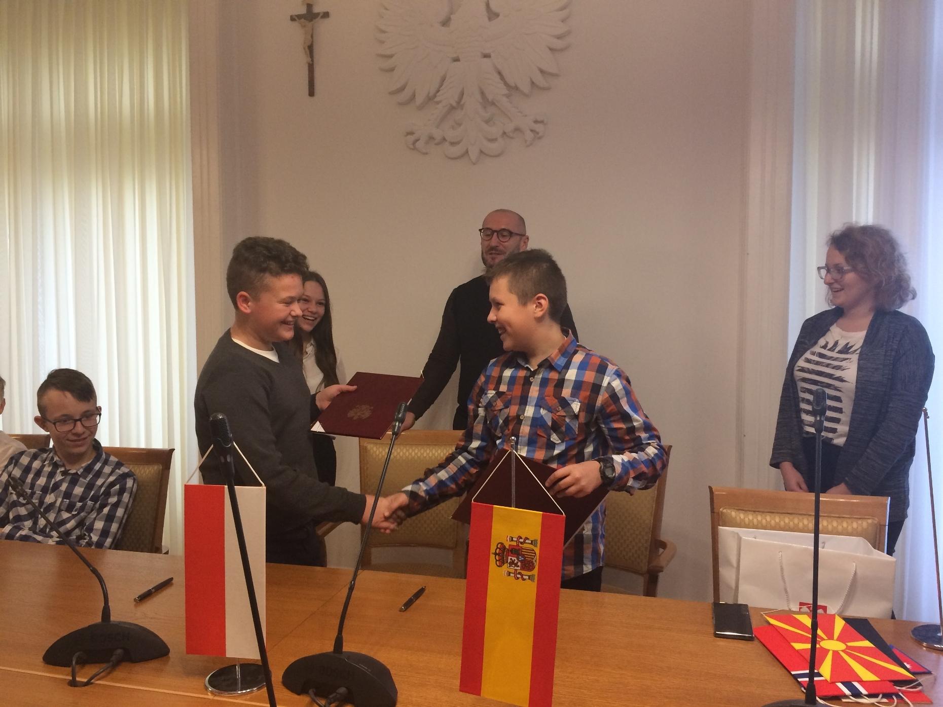 Dyplomatyczna przygoda uczniów z Jaślan [FOTO] - Zdjęcie główne