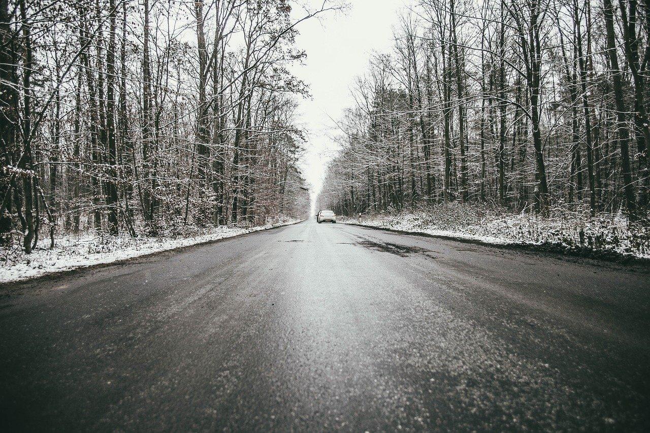 Znowu ślisko na drogach. Bądźcie ostrożni! - Zdjęcie główne