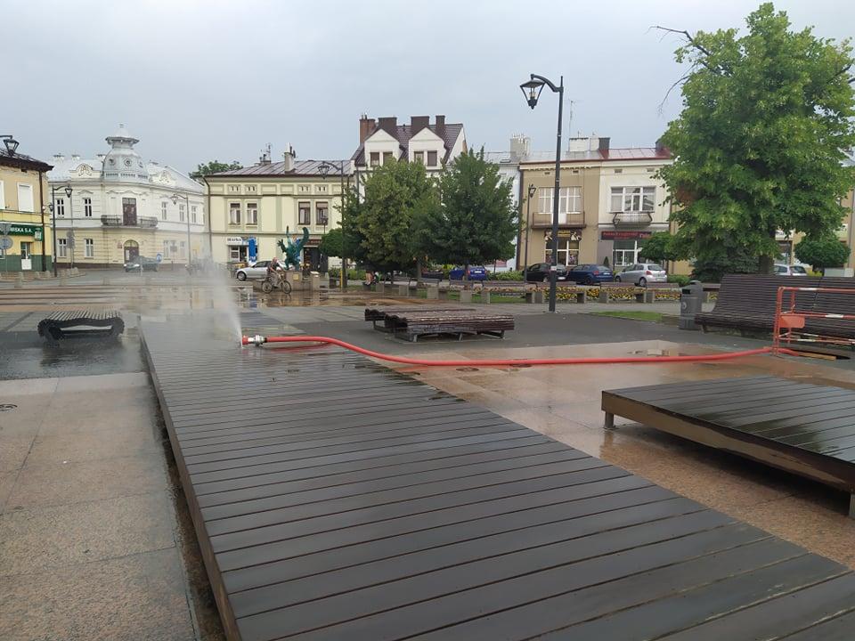 Niedziałające fontanny na mieleckim Rynku. Co dalej z nimi będzie? - Zdjęcie główne