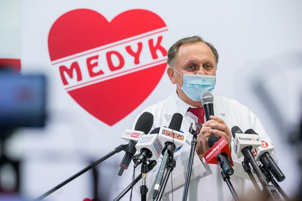 """Rzeszowski weekend szczepień. Dyrektor Centrum """"Medyk"""" tłumaczy co się wydarzyło  - Zdjęcie główne"""