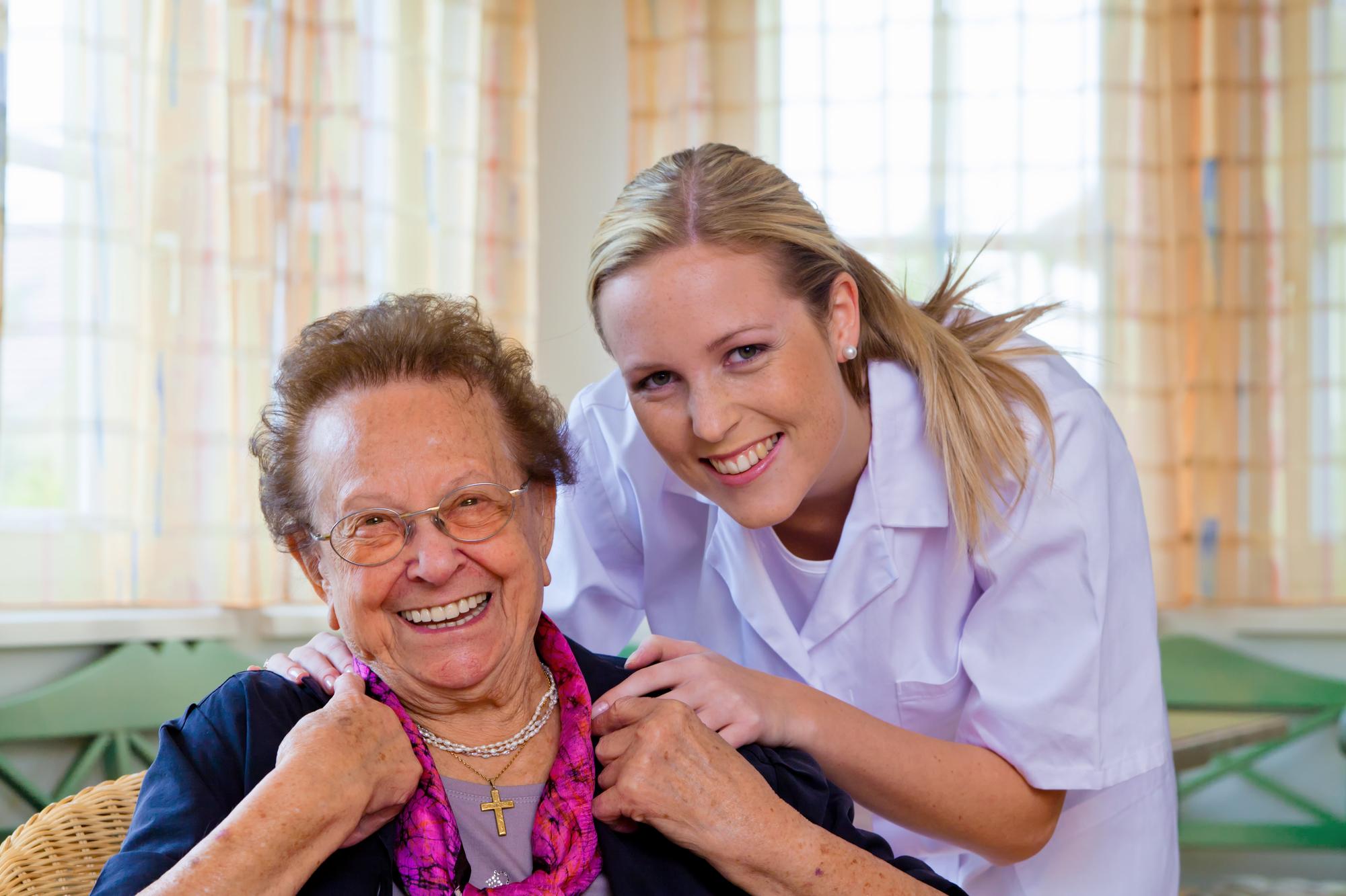 Jak znaleźć dobrego opiekuna dla swojego seniora? - Zdjęcie główne