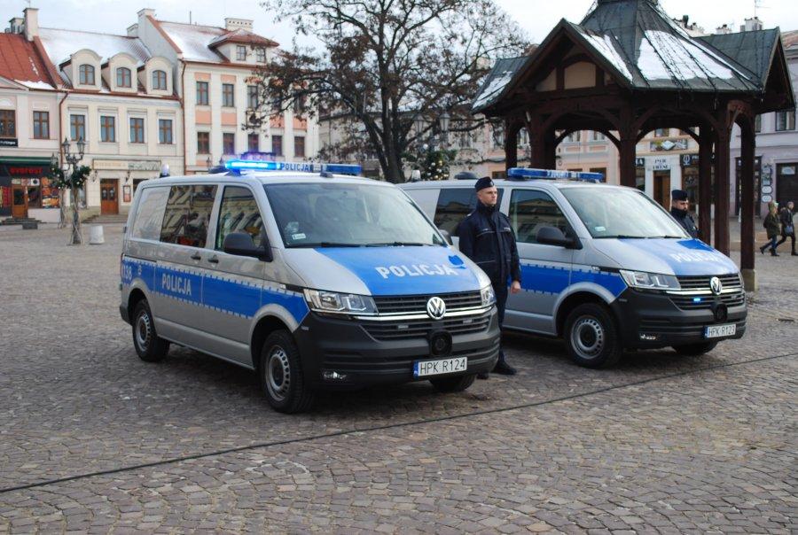 Rzeszowscy policjanci otrzymali nowe radiowozy - Zdjęcie główne