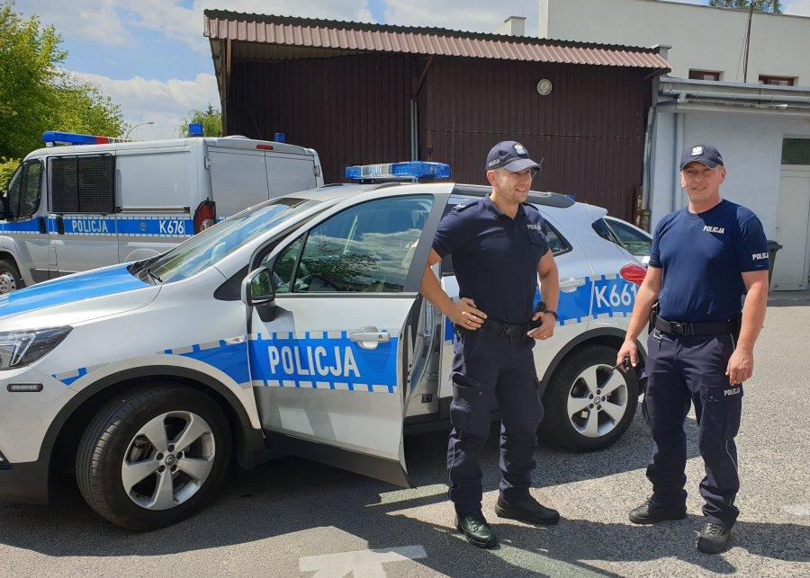 Mieleccy policjanci eskortowali dziewczynkę z zatruciem do szpitala - Zdjęcie główne