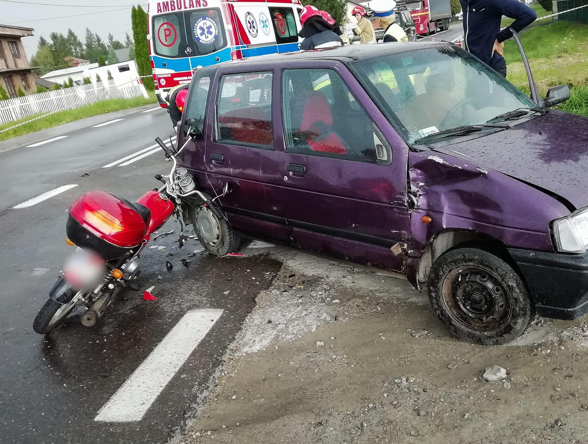 Motorowerzysta w cieżkim stanie trafił do mieleckiego szpitala! [FOTO] - Zdjęcie główne