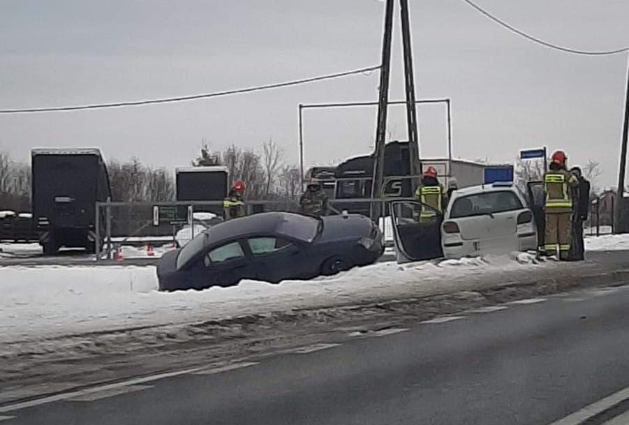 Jedna osoba poszkodowana w zderzeniu dwóch pojazdów - Zdjęcie główne