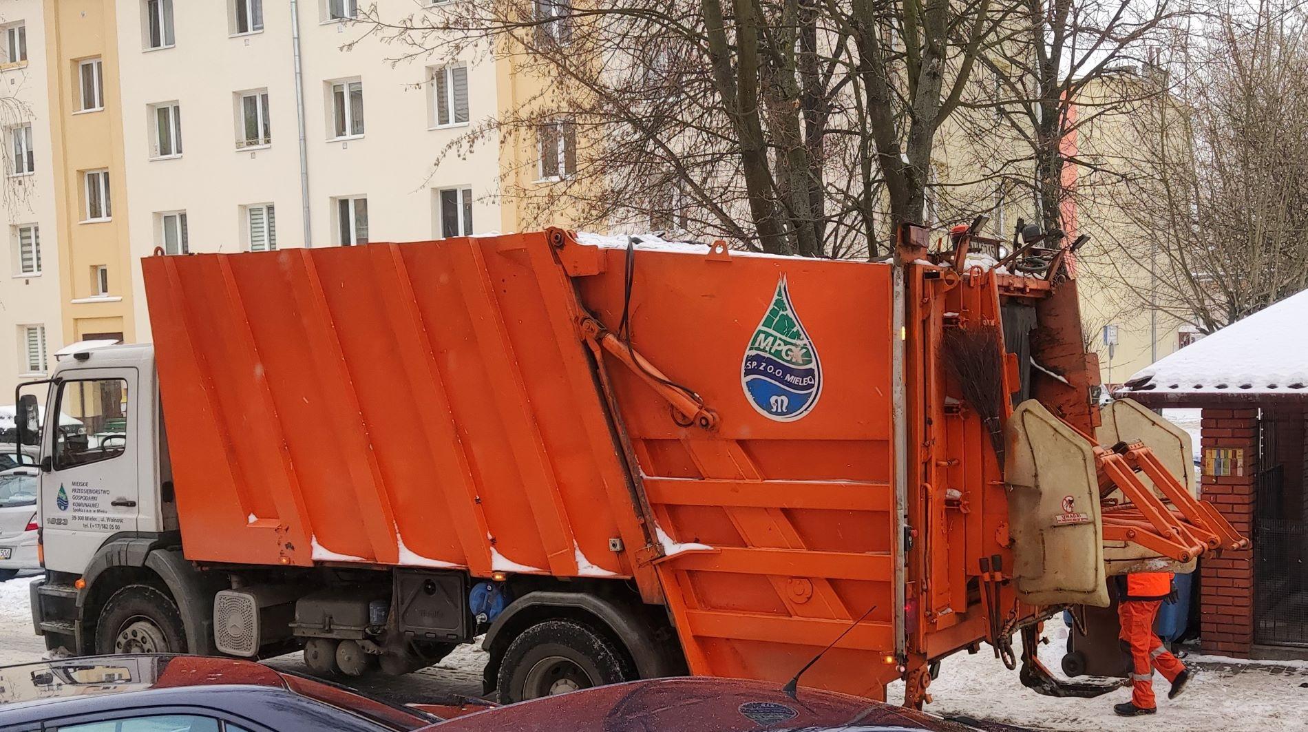Dziwna sytuacja z przetargiem na odbiór śmieci w Mielcu. Urząd Miasta zabrał głos - Zdjęcie główne