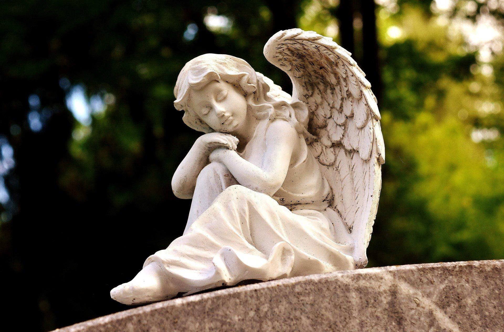 Czy 1 listopada odwiedzimy groby bliskich? - Zdjęcie główne