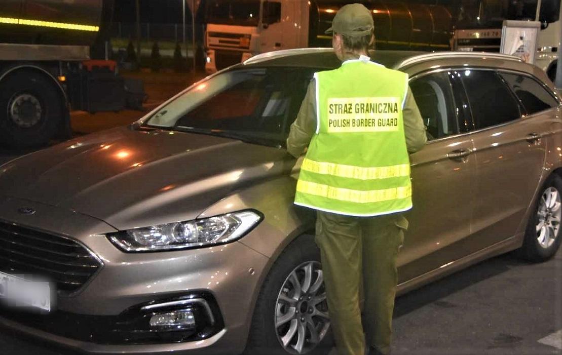 Kolejna próba przewiezienia przez naszą granicę skradzionych pojazdów - Zdjęcie główne
