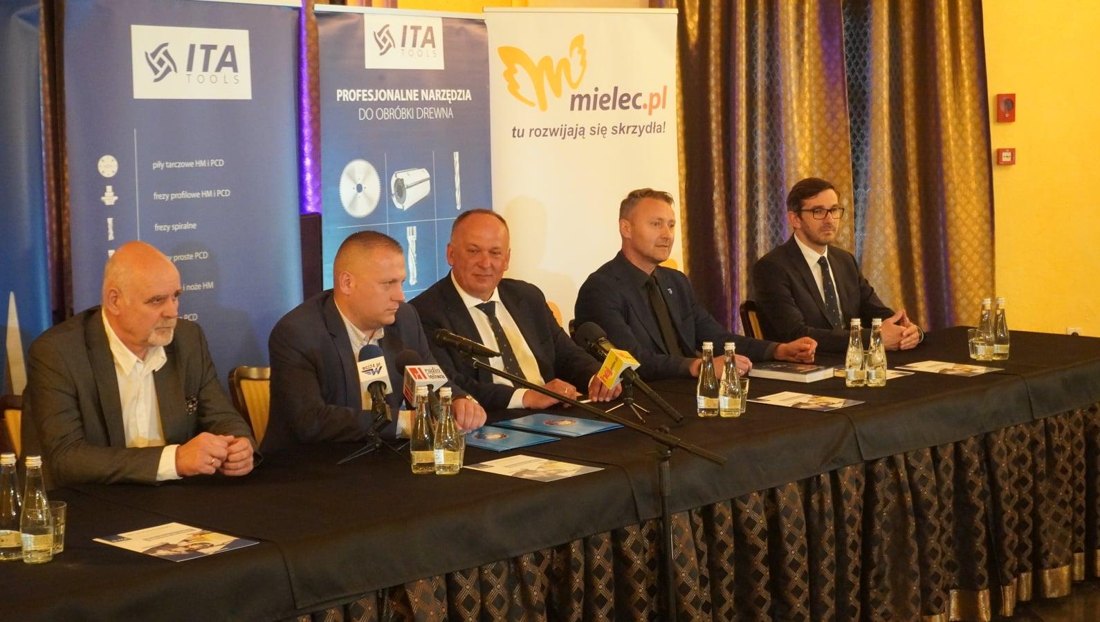 """Stowarzyszenie Piłki Siatkowej """"STAL MIELEC"""" ma nowego sponsora. To firma ITA TOOLS - Zdjęcie główne"""