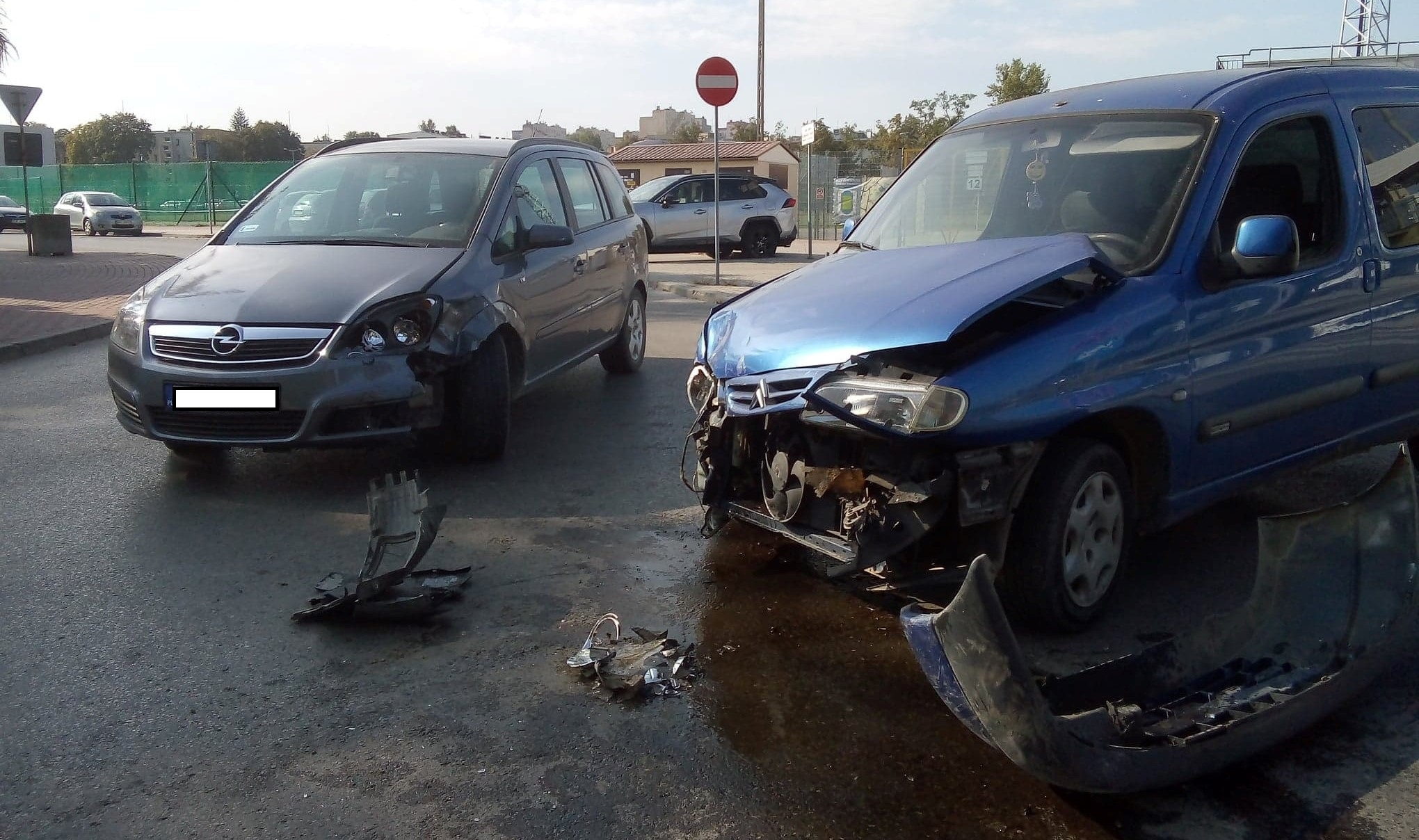 Kolizja dwóch samochodów osobowych w Mielcu [FOTO] - Zdjęcie główne