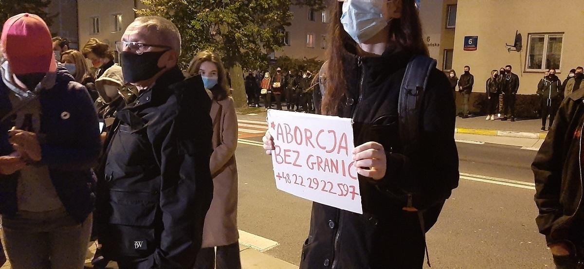 """""""Pogrzeb Praw Kobiet"""" w Rzeszowie. Tłum do członków PiS-u: """"Wypie****ać"""" [FOTO, VIDEO] - Zdjęcie główne"""